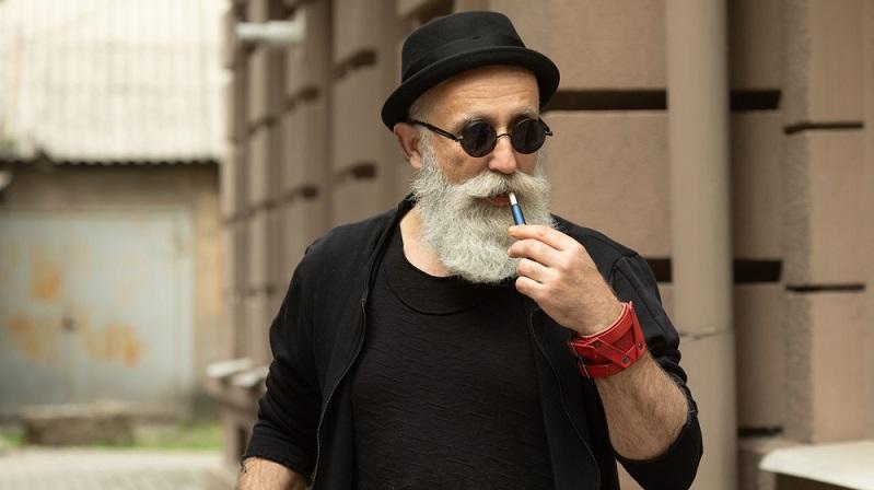 Mein Tabakhändler legt mir schon länger die Gogo E Zigarette ans Herz, da sie besonders gut sein soll als Ersatz.  ( Foto: Shutterstock-_LTim )