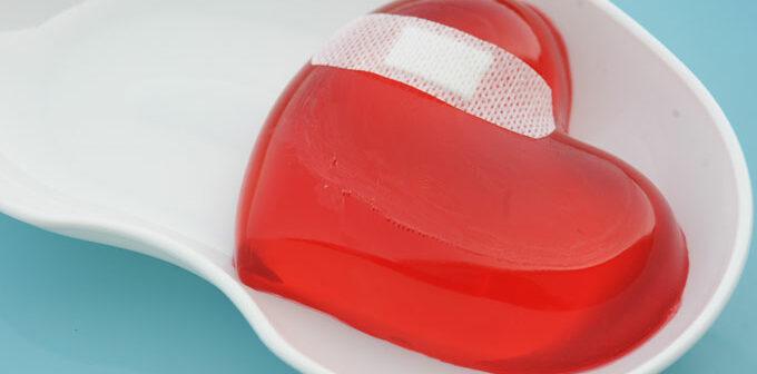 Bei einem Herzinfarkt muss unverzüglich Erste HIlfe geleistet werden.