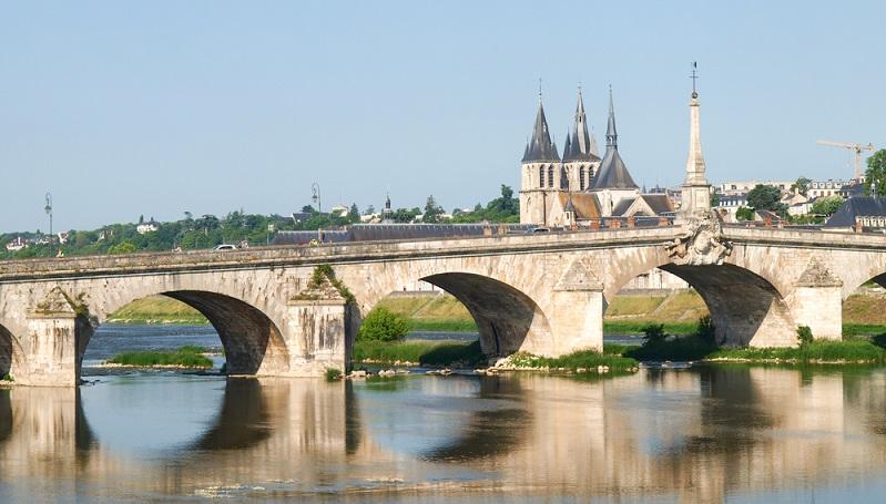 Wer für den nächsten Urlaub Camping mit Balneotherapie plant, hat heute eine große Auswahl an Campingplätzen. Auch in der Provence und entlang der Loire – einige der schönsten Gegenden Frankreichs. Gerade bei chronischen Erkrankungen, haben sich Wellness und Heilwasser-Therapien bewährt. (#01)