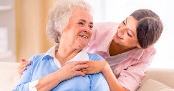 Pflege zu Hause: Kosten, Vorschriften, Zuschüsse, Kostenübernahme, Vermittlung ( Foto: Shutterstock-_VGstockstudio)
