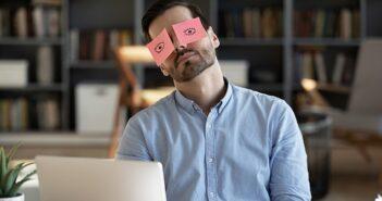 Zu viel Schlaf & Depression: Ursachen, Symptome, Folgen - kann zu viel Schlaf tödlich sein? ( Foto: Shutterstock- fizkes )