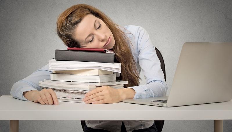 Zu viel Schlaf kann sich auf verschiedene Arten äußern.  ( Foto: Shutterstock-pathdoc)