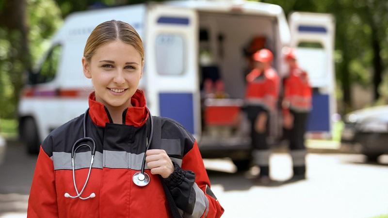 """Übrigens sind es auch Anästhesisten, die Einsätze als Notärzte fahren und die Zusatzbezeichnung """"Notfallmedizin"""" haben müssen.  ( Foto: Shutterstock-Motortion Films )"""