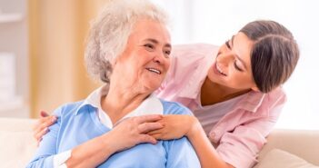 Polnische Pflegekräfte: Wichtige Infos zur Anstellung, zu Kosten und Legalität ( Foto: Shutterstock-VGstockstudio)