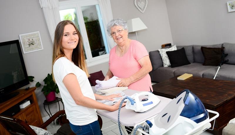 Im Internet finden sich zahlreiche Agenturen für eine polnische Haushaltshilfe, wobei teilweise auch eine Pflegekraft über die Agentur vermittelt werden kann. ( Foto: Shutterstock-JP WALLET)