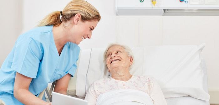 Polnische Pflegekraft: Legal nur über die Agentur anzustellen ( Foto: Shutterstock-Robert Kneschke)