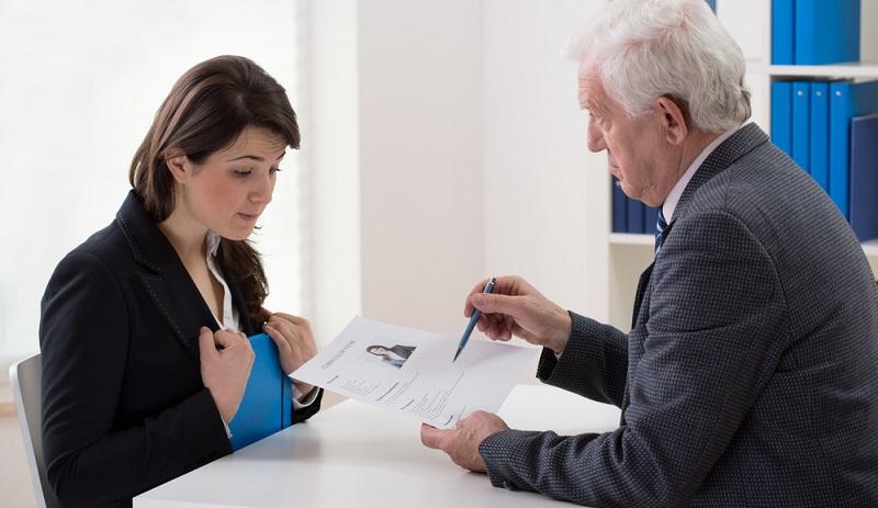 Die Agentur für Arbeit sucht dann nach passenden Bewerbern und schickt dem künftigen Arbeitgeber die Bewerbungen zu.  ( Foto: Shutterstock-Photographee.eu )