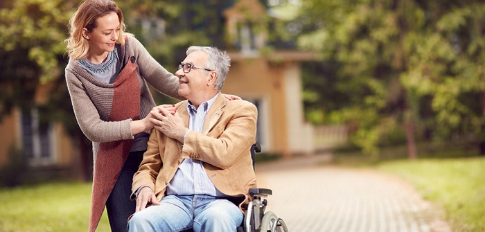 Polnische Pflegerin legal beschäftigen ( Foto: Shutterstock-_Lucky Business)
