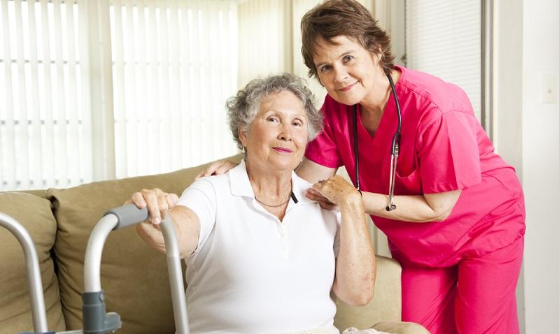 Die Pflegekasse zahlt für die Verhinderungspflege einen Zuschuss von 1.612 Euro.  ( Foto: Shutterstock-_Lisa F. Young )